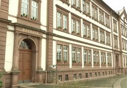 Pirmasens, Kreis Südliche Weinstraße und Arzfeld klagen für mehr Geld