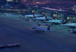 Flugzeugwaesche am Frankfurter Flughafen