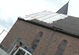 Dach einer Kirche abgedeckt