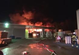 Brand einer Lagerhalle in Mayen