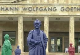 Kunstaktion vor Frankfurter Goethe-Universität
