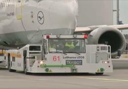 Weltneuheit: Neuer Flugzeugschlepper am Frankfurter Flughafen