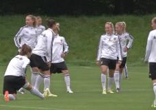Fußballnationalmannschaft der Frauen trainiert in Frankfurt