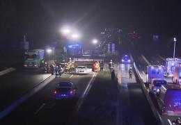 LKW rammt Schilderbrücke auf der A3