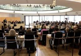 Hitzige Debatte ums Geld in Wiesbaden