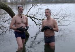 Schwimmen im Freien – Biebesheimer trotzen Minusgraden