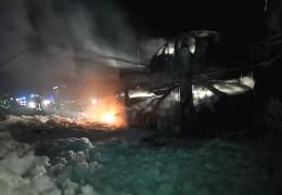 Autotransporter geht in Flammen