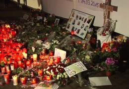 Hunderte Menschen trauern um Laura