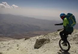 Mit dem Einrad den Berg runter
