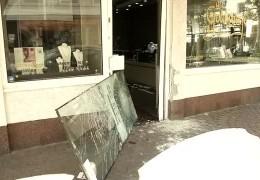 Überfall: Juwelenräuber kommen mit dem Auto zum Raub