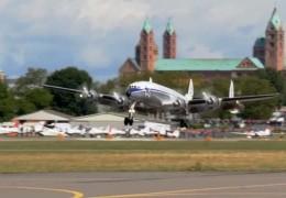 Oldtimer-Flieger landet in Speyer