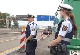 Polizisten als Brückenwächter