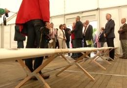 Dreyer besucht Flüchtlingsunterkunft am Flughafen Hahn