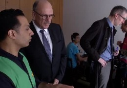 Minister Grüttner besucht Erstaufnahmeeinrichtung in Frankfurt