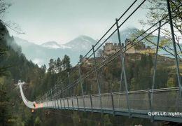 Hängebrücke in luftiger Höhe über den Rhein