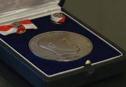Karl Kardinal Lehmann erhält die Wilhelm Leuschner-Medaille