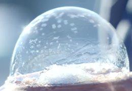 Eisige Kunst mit Seifenblasen