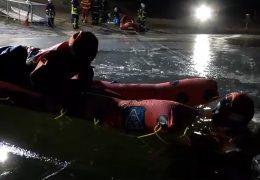 Freiwillige Feuerwehr trainiert Eisrettung