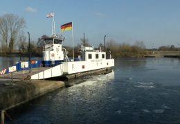 Eis behindert Main-Fähren