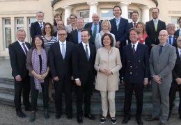 Kabinett tagt mit Unternehmern