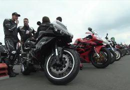 15.000 Biker beim Anlassen auf dem Nürburgring