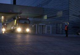Mit 100 Tonnen quer durch Frankfurt