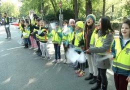 Demonstration für mehr Sicherheit auf dem Schulweg