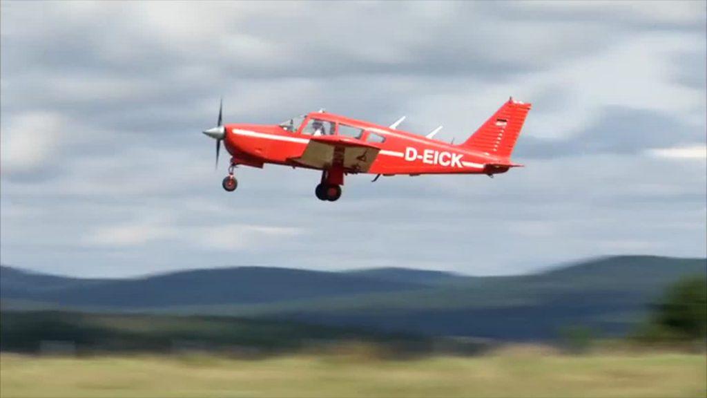 """Die """"Rote Baronin"""" fliegt und fliegt und fliegt ..."""