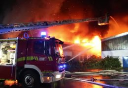 Brand bedroht Wagenhalle des Mainzer-Carneval-Vereins
