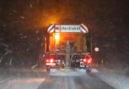 Schnee und Eis behindern massiv den Berufsverkehr