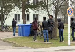 Spiegel besucht Aufnahmeeinrichtung für Asylbewerber