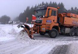 Schnee überrascht Autofahrer