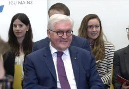 Steinmeier diskutiert mit Studenten in Mainz