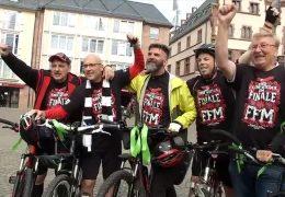 Eintracht-Fans radeln zum DFB-Pokal nach Berlin