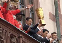 Eintracht feiert den Pokal