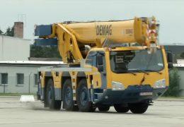 Autos testen auf dem Flugplatz Zweibrücken