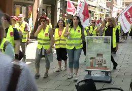 Mitarbeiter von Real-Märkten streiken