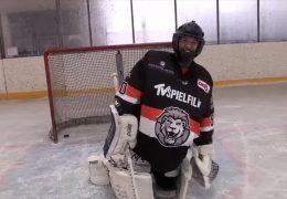 Sportchecker David Rischke versucht sich als Eishockey-Torwart