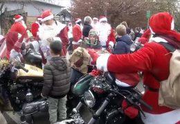 Coole Bike-Santas machen Kinder glücklich
