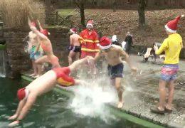 Wenn Weihnachtsmänner baden gehen