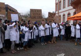 Medizinstudenten gehen auf die Straße