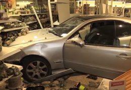 Betrunkener Autofahrer verwüstet Baumarkt