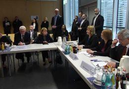 Bundespräsident spricht mit Frankfurter Polizisten