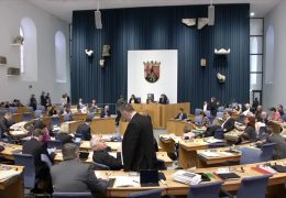 Landtag debattiert über Kita-Ausbau