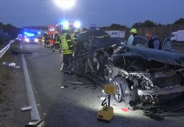 Verletzter Autofahrer beißt Sanitäterin