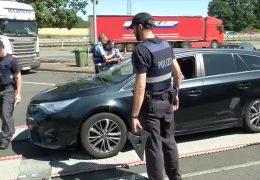 Auto überladen? Polizei kontrolliert Ferienverkehr!