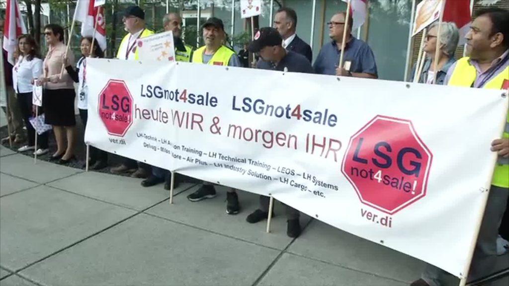 Mitarbeiter der LSG Sky Chefs bangen um ihre Arbeitsplätze