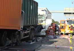 Autofahrer wendet in der Rettungsgasse