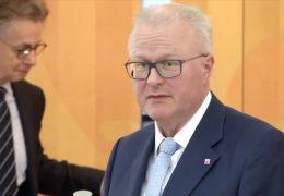 Studiogespräch mit dem hessischen Finanzminister Thomas Schäfer