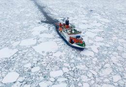 Trierer Forscher auf der Polarstern durchs Packeis